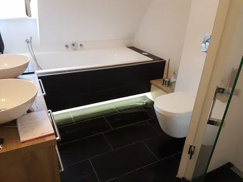 Badkamer met bad en douche - YouTube