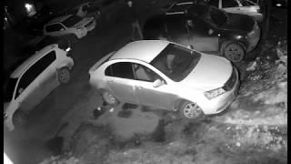 На Уралмаше вскрывают машины и крадут аккумуляторы