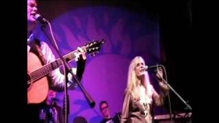 Watch Kim Carnes Heartbreak Radio video