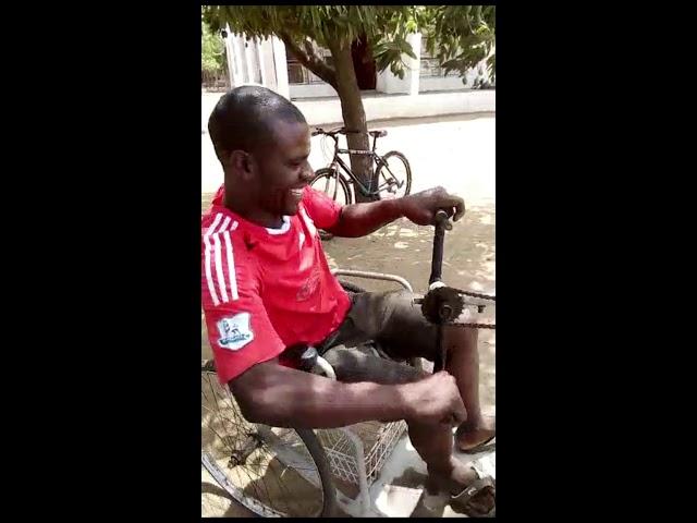 Cadeira de rodas totalmente reformada para África