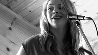 """SAMANTHA FISH  """"GONE FOR GOOD""""  !!!  SUPERSONIC OIL CAN GUITAR"""