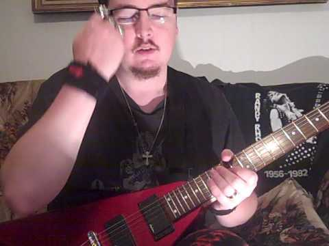 me playing the intro to crazy train LIVE the way RANDY RHOADS played it on my jackson randy rhoads V