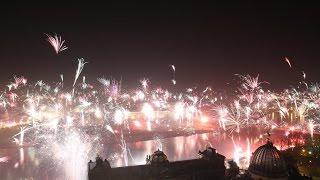 Silvester Feuerwerk in Dresden 2015 mit Blick auf Königsufer und Augustusbrücke