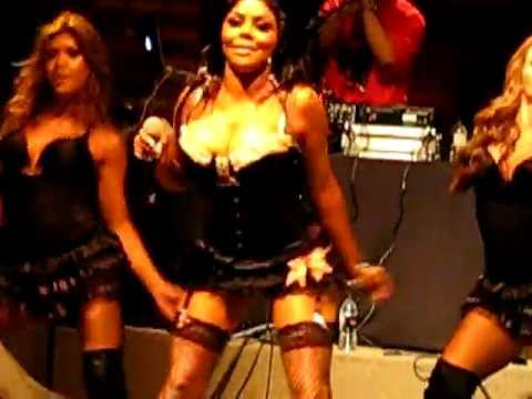 Lil Kim Performing Jump Off And How Many Licks