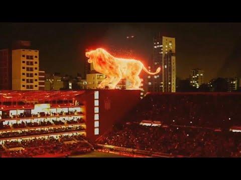 Hologram aslan 'kükredi': Renkli stadyum açılışında görsel şölen