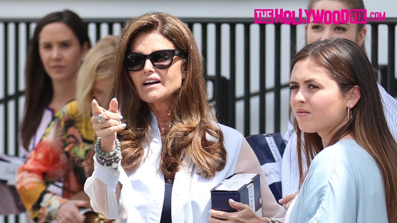 Maria Shriver Takes Her Daughters Katherine & Christina Schwarzenegger Out  To Lunch At Au Fudge