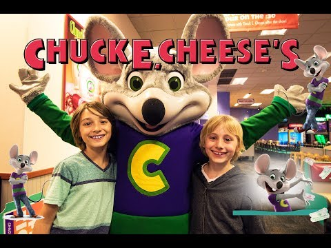 CHUCK E. CHEESE'S FUN FAMILY VISIT AND GAME CHALLENGE! | Gabe and Garrett