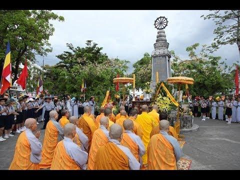 Phật đản Huế Pl.2562-Dl.2018: Dâng hương tưởng niệm tại Nghĩa trang liệt sĩ và Đài Thánh Tử Đạo