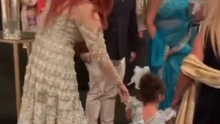 A cute video of Momina Mustehsan playing with an adorable baby girl | pakistani actress