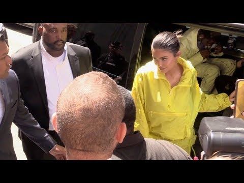 EXCLUSIVE : Kylie Jenner arriving at 2018 Louis Vuitton menswear fashion show in Paris