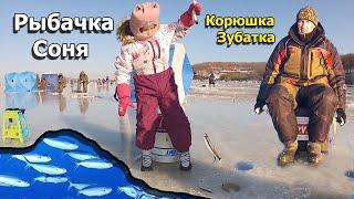 На эти снасти ловят рыбу даже дети Маленькая девочка обловила бородатых рыбаков Рыбалка на самодур