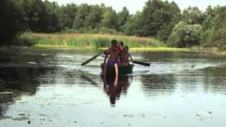 Тагир Балалиев с детьми на лодке на р. Сула