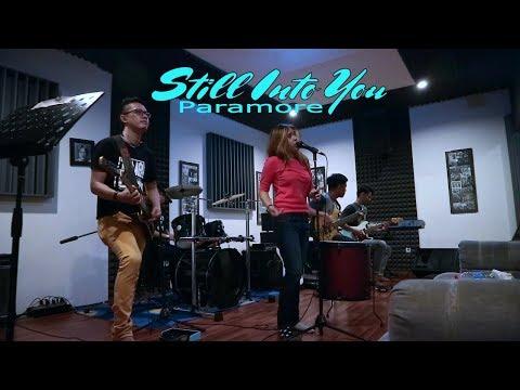 Still Into You - Paramore (Rehearsal In Studio)