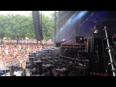 """Sebastian Ingrosso - """"Tear The Roof Up"""" - Alesso"""" Lollapalooza 2014 ONSTAGE Chicago Perry's Stage"""