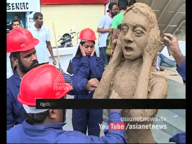 "The artists of 'Kalakashi' group stages protest against ""'moral policing' in Kochi"