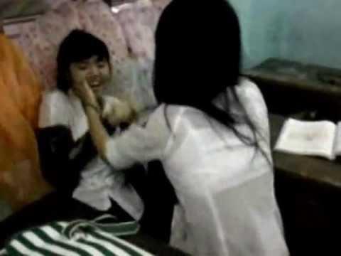 Nữ sinh Hòa Vang phang nhau xé áo :))