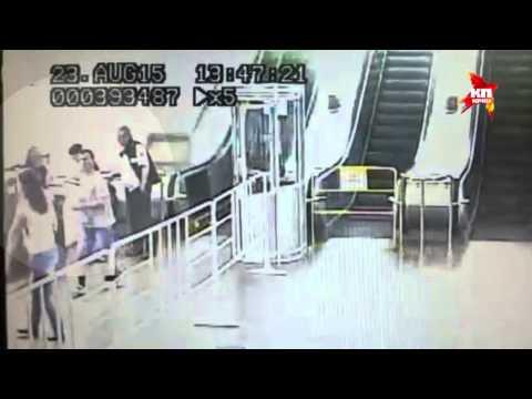 В столичной подземке шестилетнему мальчику затянуло руку в эскалатор