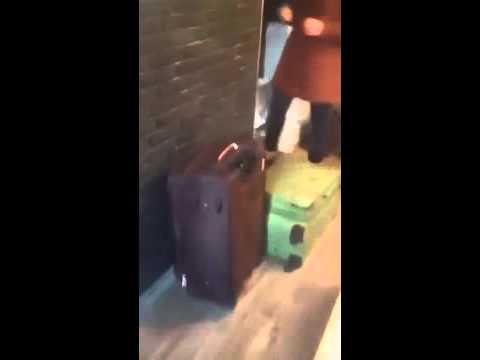 Жена изменила мужу и попросила помочь вынести вещи из квартиры!