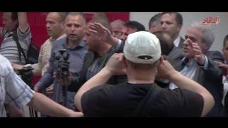 محتجون يقتحمون برلمان مقدونيا بعد انتخاب سياسي من أصل ألباني رئيسا له   صحيفة الاتحاد