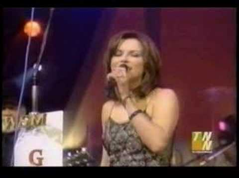 MARTINA MCBRIDE SINGING WITH HER DAD