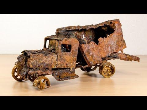 Restauração extremamente enferrujada, abandonada, caminhão de carro