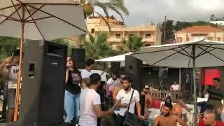 شوفو شو بيصير...  بس تغني ريم السواس زوري،  زيد الثلج صب الكاس صار الوضع راس براس 😛