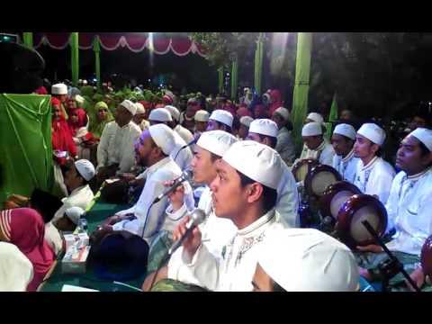 Habib Syech - Qomarun Sidnan Nabi Gus Wahid (SOTO SHOLEH YOGYAKARTA BERSHOLAWAT 2016)