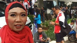 Jokowi Nonton Guns N' Roses, Emak Emak Love You Full Pak Jokowi