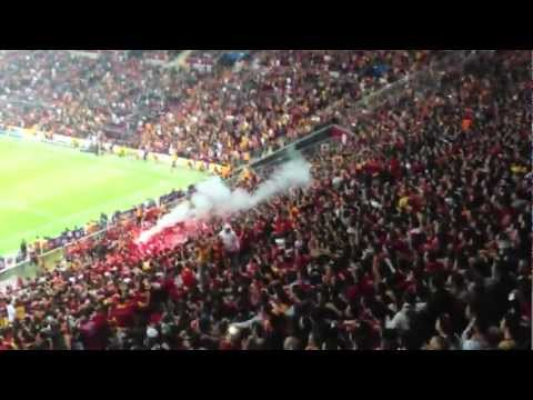 Galatasaray - Crowd video from the worlds loudest sportsarena. Crazy & Amazing