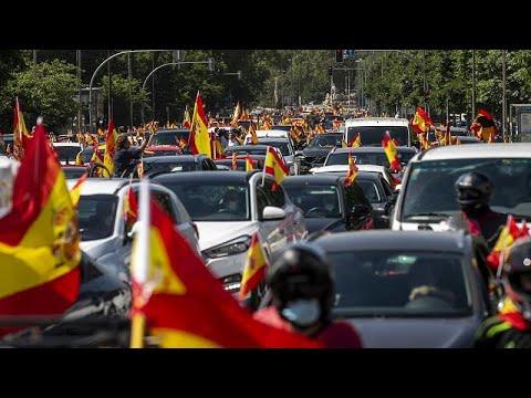 شاهد: مؤيدو حزب -فوكس- اليميني في إسبانيا يتظاهرون خلال موكب للسيارات ضد الحكومة…  - 22:58-2020 / 5 / 23