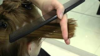 видео стрижка на средние волосы