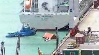 Container falls into sea from ANL Yarrunga while loading in Auckland New Zealand.