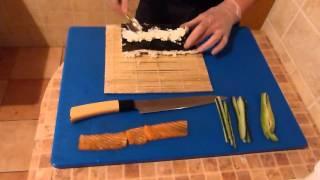 Суши ролл филадельфия с лососем дома,в домашних условиях(Видео показывает как можно приготовить суши ролл филадельфия в домашних условиях.Вначале видео оговорка,с..., 2015-12-28T20:42:33.000Z)