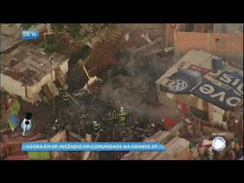 Incêndio destrói casas em comunidade na Grande São Paulo