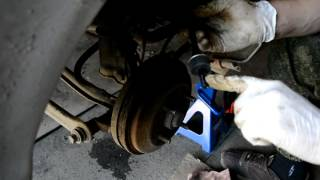 Hyundai Accent 2. Замена стоек и втулок заднего стабилизатора поперечной устойчивости