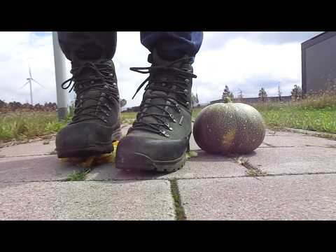 Lowa Hiking boots food stomp, trample and stomp Pumpkin and Zucchini / courgette