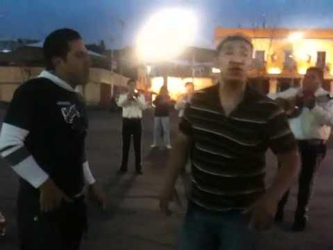 Marco y Hector cantando en garibaldi