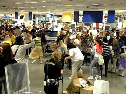 Flash mob ikea padova youtube - Ikea padova tappeti ...
