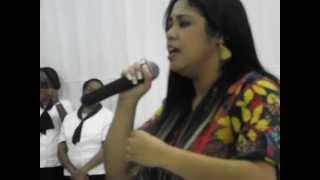 """Gisele Nascimento canta """"Vencer ou Vencer"""""""
