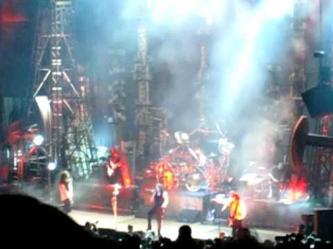 Korn performing Blind at the Rockstar Mayhem Festival 2010