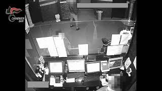 Modugno assalirono i proprietari di una sala scommesse rapinandoli: sei in cella