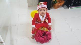 Santa Claus Ông già Noel Tin đi phát quà Giáng Sinh - Santa claus giving gifts