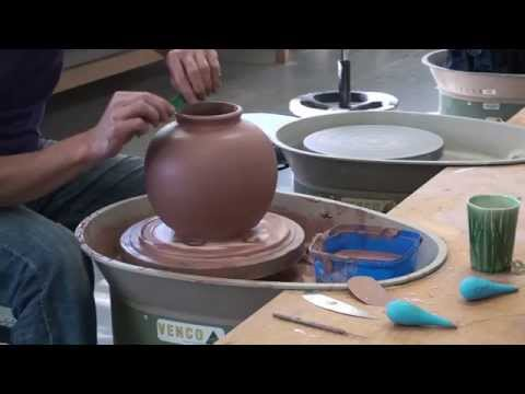 Making A Vase On The Potters Wheel At Northern Beaches Ceramics Sydney Australia