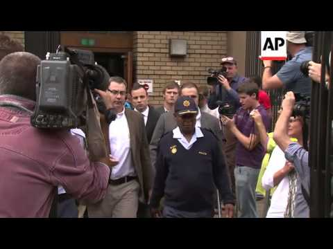 Pistorius leaves court after being cross-examined at his murder trial
