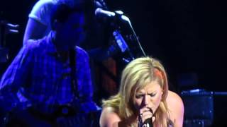 Kelly Clarkson- Dark Side Live