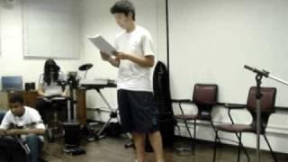 Escola Santi - Sarau 9º ano - 18/11/10 |  Heitor Coelho declama poema