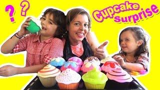 CUPCAKE SURPRISE - On transforme des Cupcakes en POUPEES Princesses !