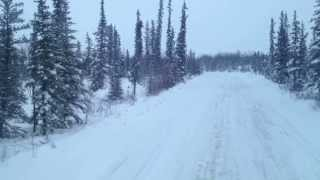 Ice Roads to diamond mines in Yellowknife NT - Les chemains de glaces convoies extremes
