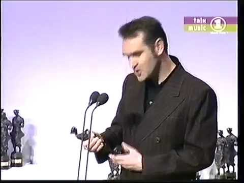 Morrissey recieves Ivor Novello Award (O-Zone) (1998)