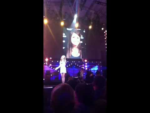KATHY GRIFFIN HOSTING- SKIT AT VH1 DIVAS SALUTE THE TROOPS IN MIRAMAR CA